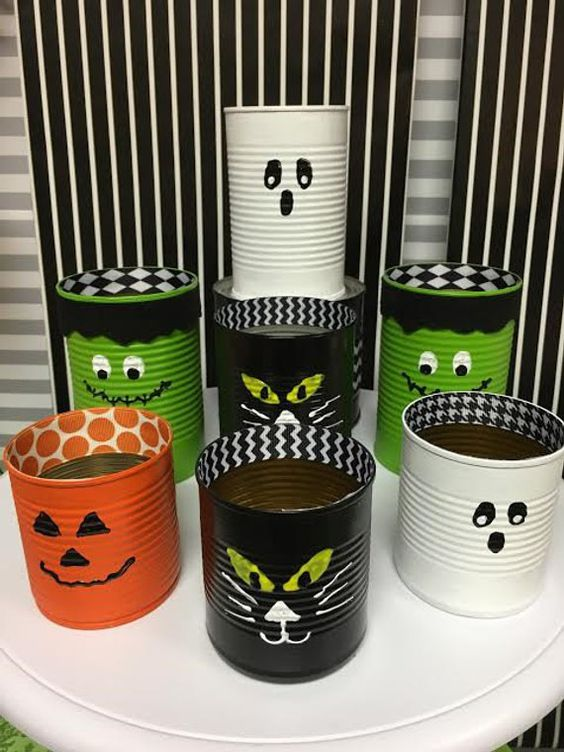 Upcycled tins with cheap and reusable paint.