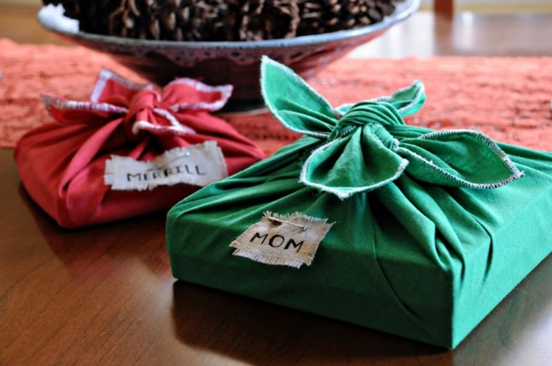 Fabric gift wrapping alternative